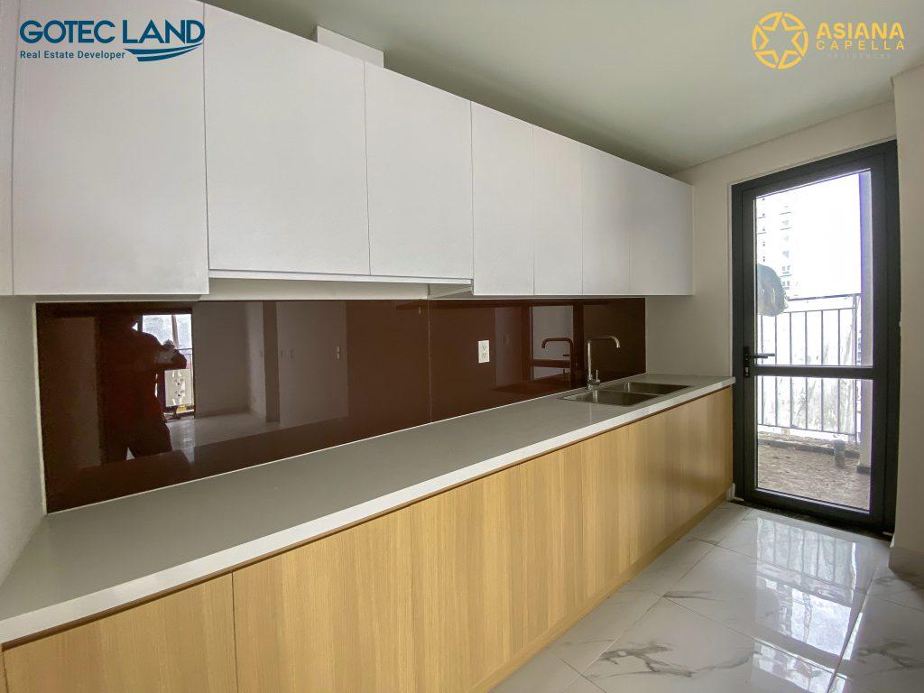 Công nhân đã hoàn thiện lắp đặt tủ bếp từ tầng 8 đến tầng 19