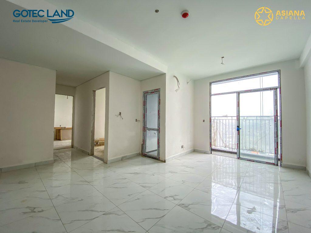 Ốp gạch căn hộ hoàn thiện đến tầng 19, chuẩn bị lắp đặt sàn gỗ